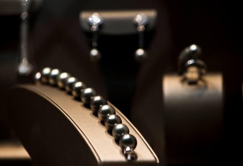Joyas con perlas negras - Joyería Gordillo en Cádiz